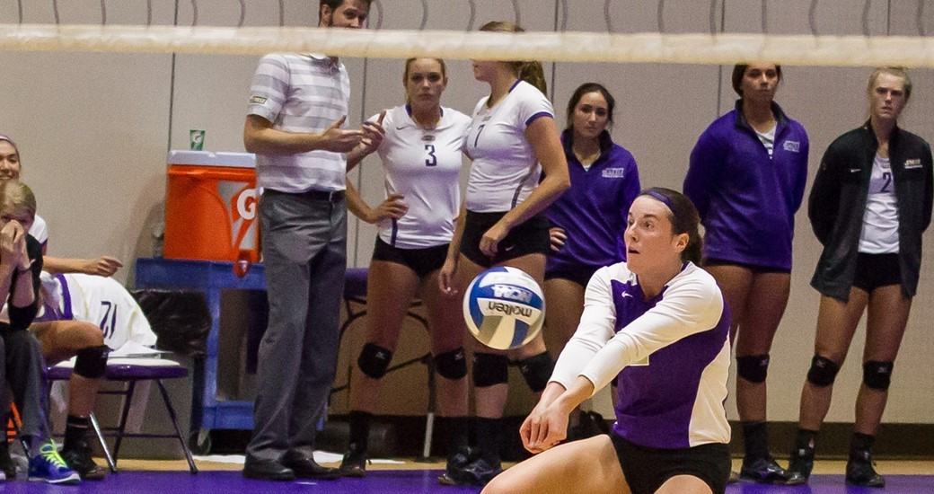 Women's Volleyball: Dukes Fall 3-0 at College of Charleston