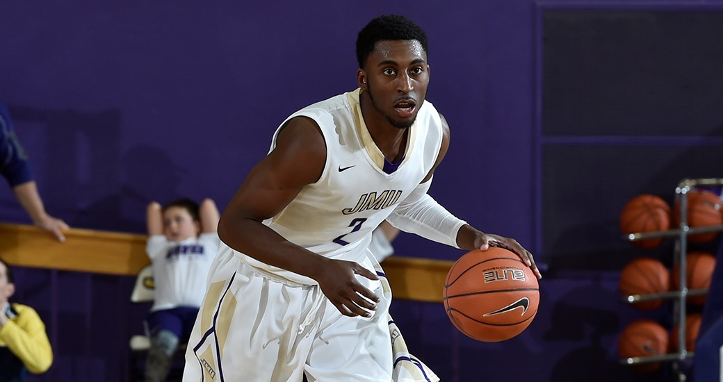 Men's Basketball: Curry Garners Second CAA Player of the Week Nod