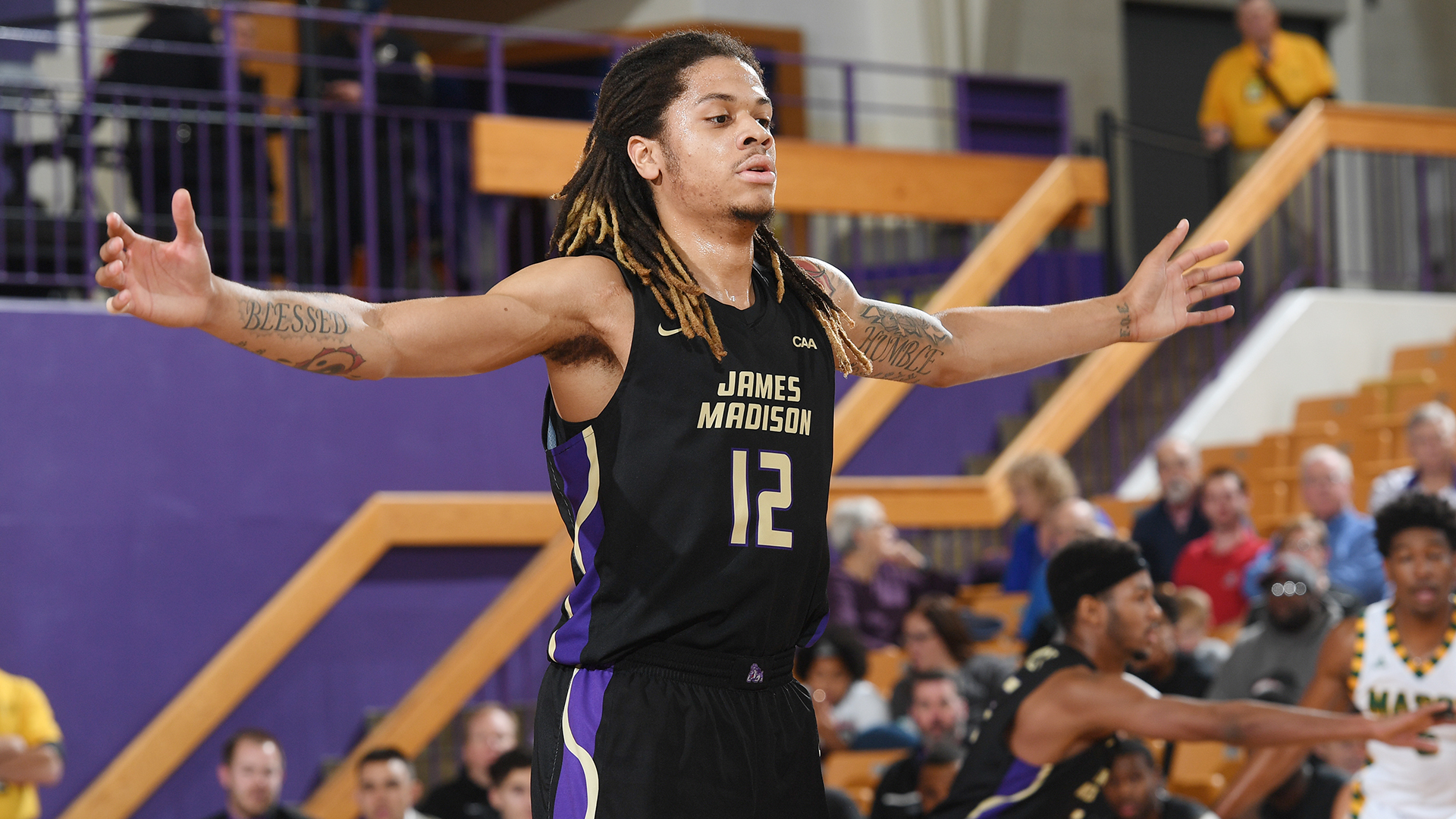 Men's Basketball: Buzzer-Beater Downs Dukes at Richmond)