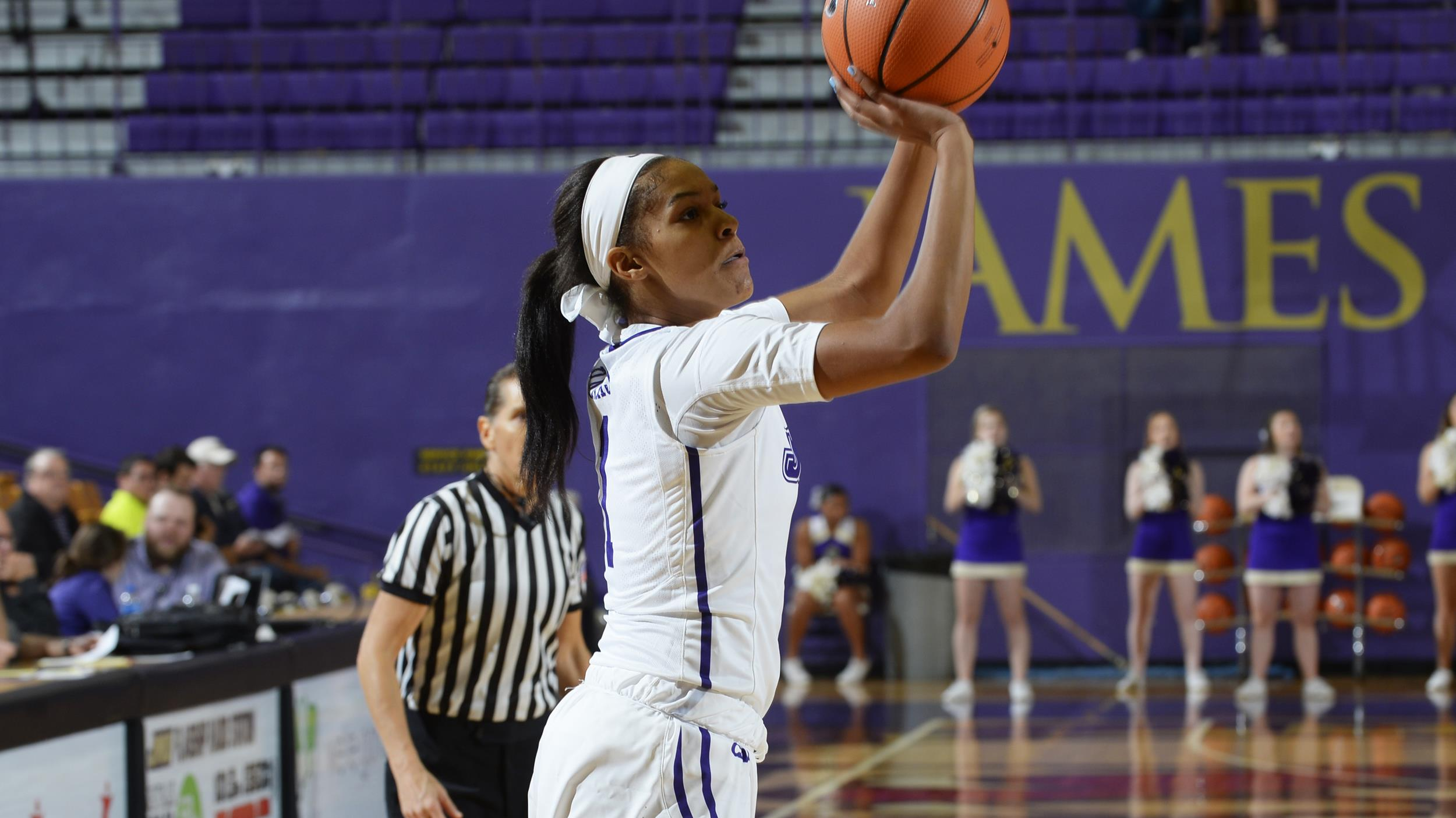 Women's Basketball: JMU Falls 81-64 at St. John's)