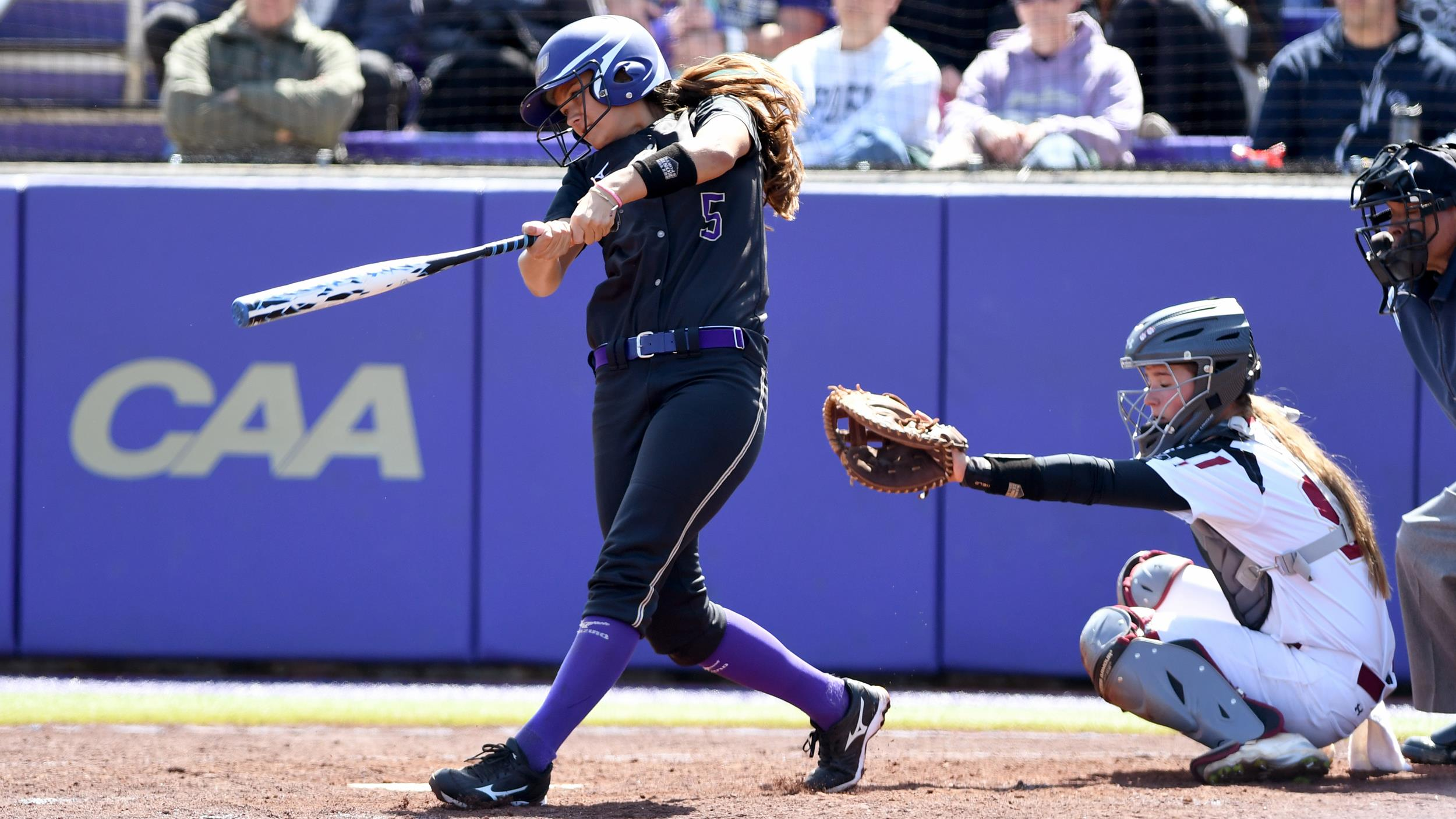 Softball: Dukes Grind Out Wins Over UCF, Jacksonville)